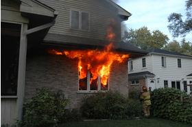 Big incendie maison pavillon